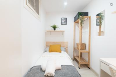 Single bedroom in a 5-bedroom apartment, close to Palau de la Música Catalana