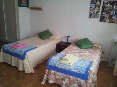 Twin bedroom in a 4-bedroom apartment in Chamartín