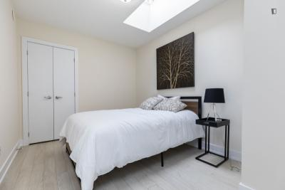 Modern double bedroom with outdoor area in  Wallace Emerson