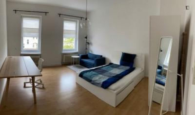 One large room in a WG flat of 2 rooms only near U Kaiserin-Augusta-Str.