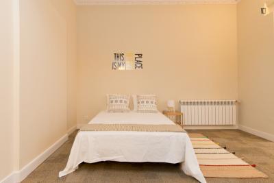 Alluring double bedroom near Ventas metro station