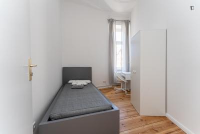 Chambre simple dans un appartement de 8 chambres