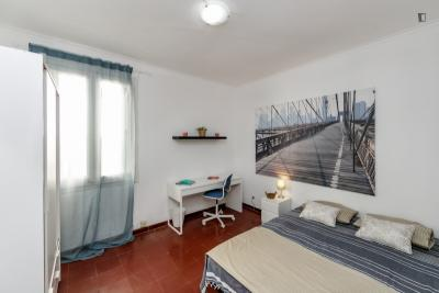 Wonderful double bedroom in Sant Gervasy-Galvany