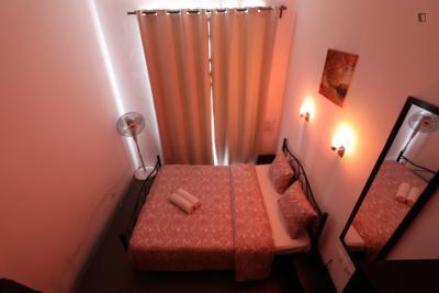 Spacious double bedroom close to Martim Moniz metro station