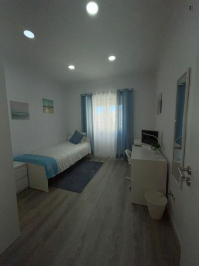 Excellent single bedroom in classic Campo de Ourique