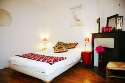 Stupendous double bedroom in Tour Eiffel - Invalides
