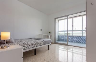 Spacious double bedroom with a balcony, in Camins al Grau