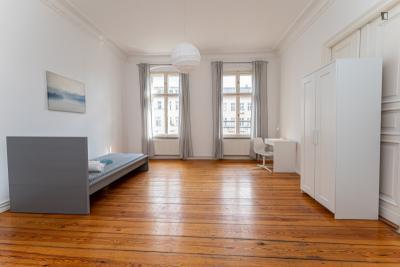 Large single bedroom in classy Charlottenburg