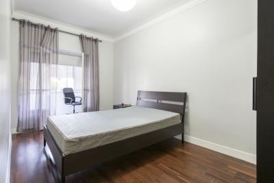 Spacious single bedroom in Alvalade