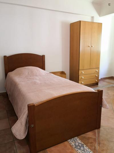 Very homely twin bedroom next to the University of Lisbon's campus