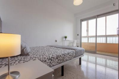 Charismatic double bedroom with a balcony, in well-linked Camins al Grau