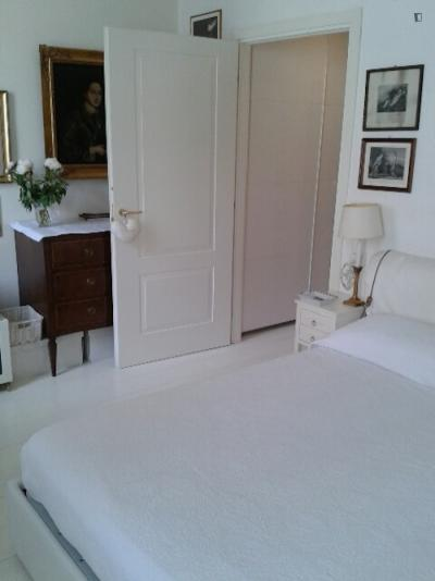 Comfy double bedroom in Turro, close to metro station