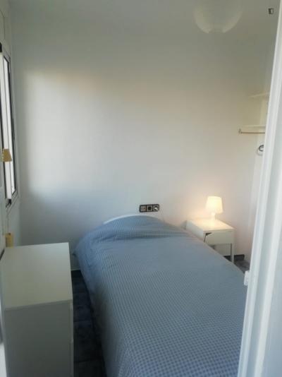 Nice single bedroom in a 3 room flat in El Besòs i el Maresme